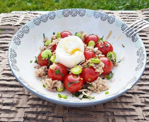 Salade de tomates, fèves et thon