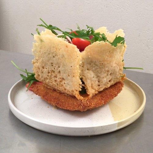 Käse-Sandwich mit Salat