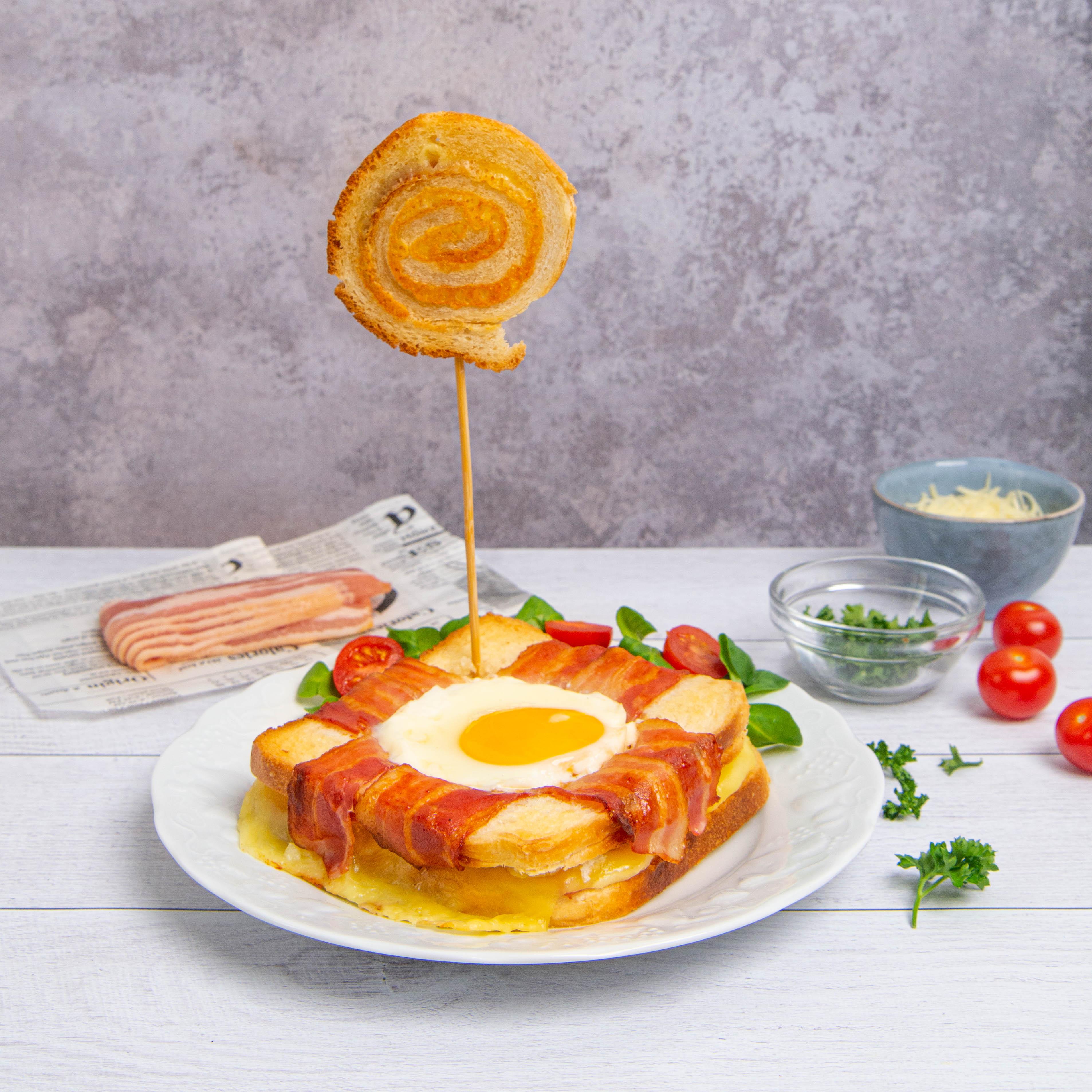 ¡Sándwich de jamón y queso con huevo!