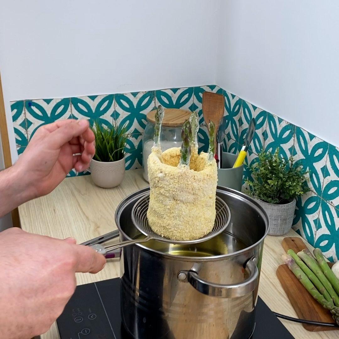 Schnitzel-Becher mit Spargel
